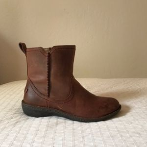 UGG Australia Neevah Women's Sheepskin Ankle Boot